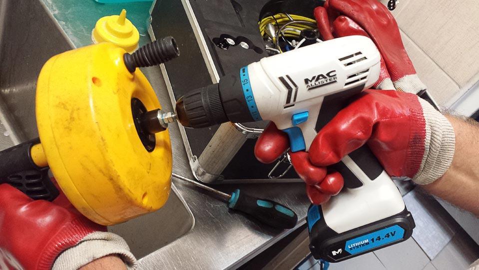 Udrażnianie rur za pomocą sprężyny mechanicznej
